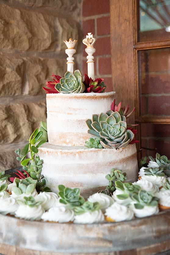 Cake by cakes4brides charlene du toit Photo Mudboots