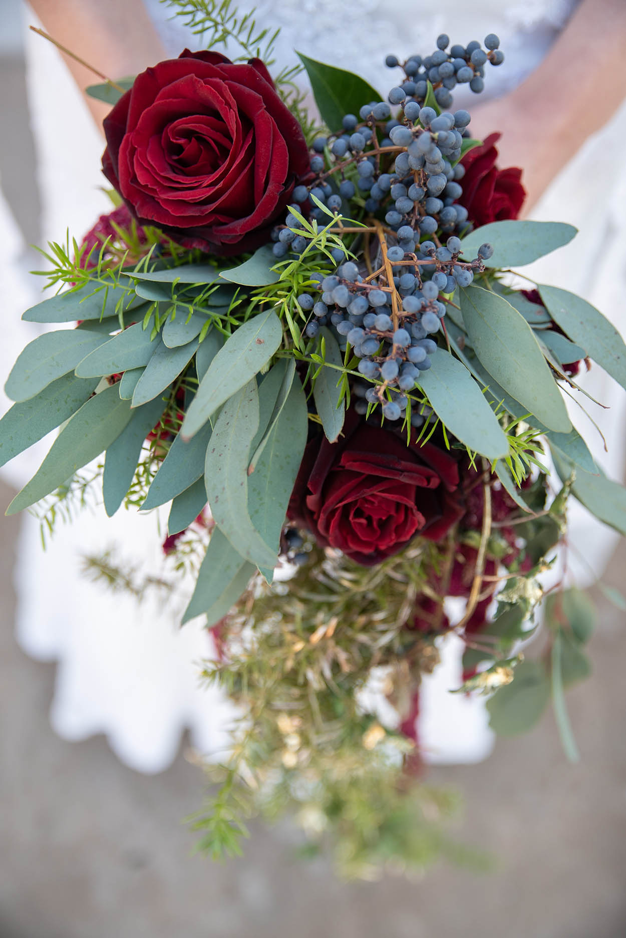 wedding photo by Mudboots at Monte Bello Estate Bloemfontein flowers red roses with berries