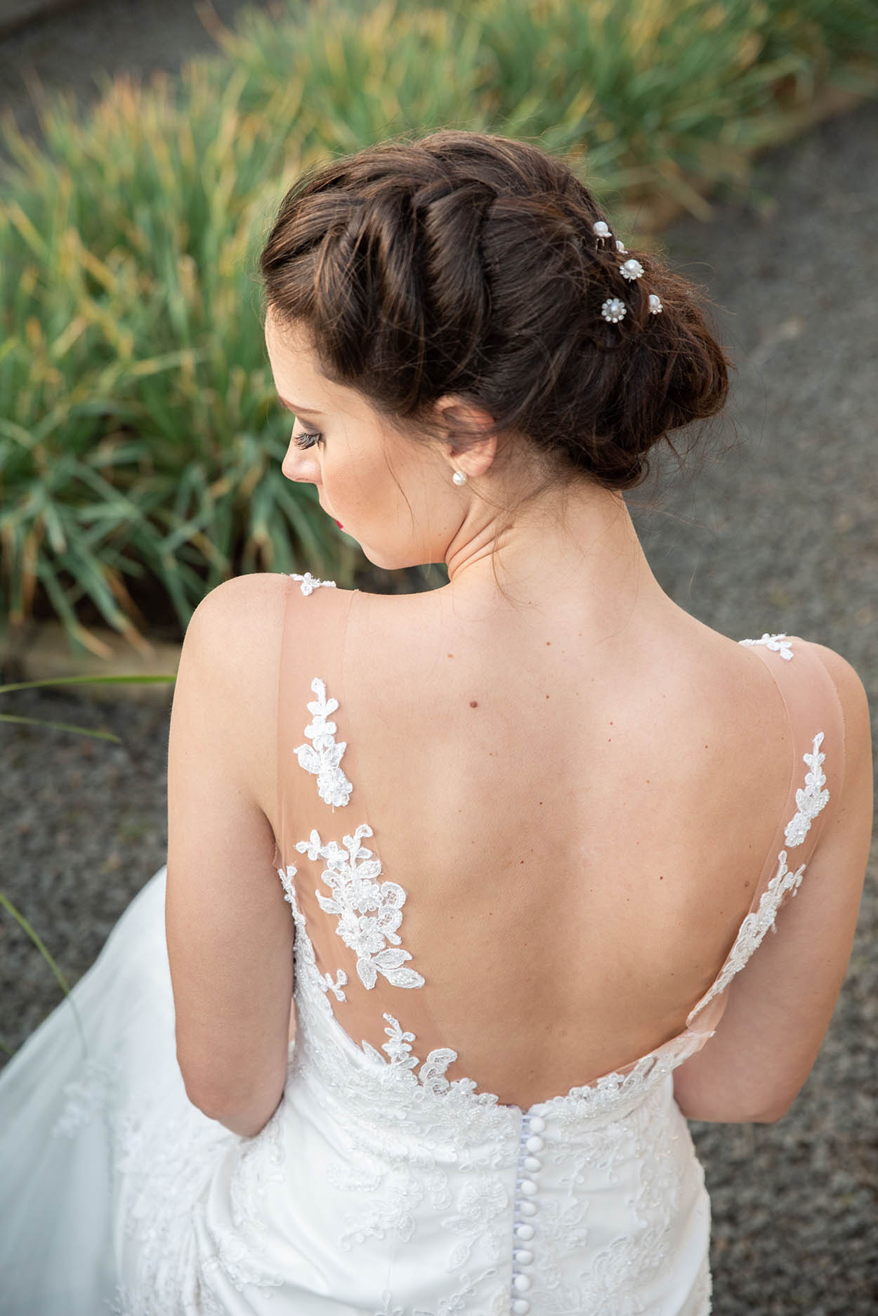 wedding photo by Mudboots at Monte Bello Estate Bloemfontein bride hair and dress from behind