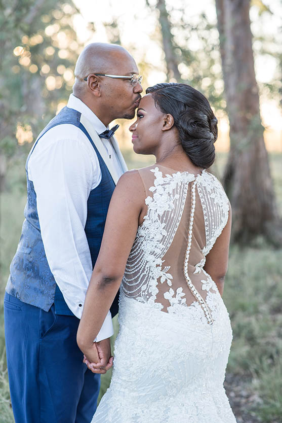 Wedding at Imvelo Safari Lodge Bloemfontein pink and blue theme photography by Mudboots wedding and event photography