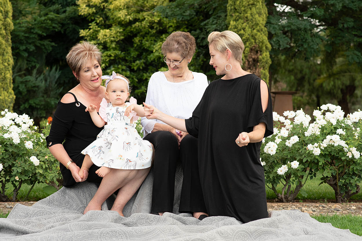 Family photos at Tuscan Rose in Bloemfontein by Mudboots Photography two year olds. Black and white theme