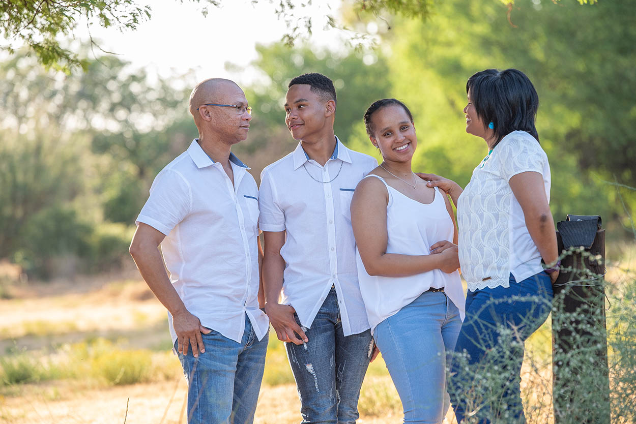 Family photo Kaars family taken by Mudboots Photogrpahy at the Moorwater bewarea in Bloemfontein