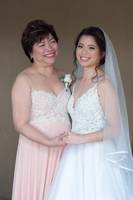 bride and her mother at tres jolie photo by mudboots photography and film